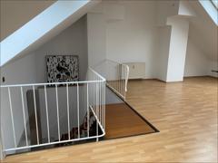 Treppenaufstieg ins obere Geschoss