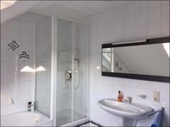 TGL-Bad mit Wanne u. Dusche
