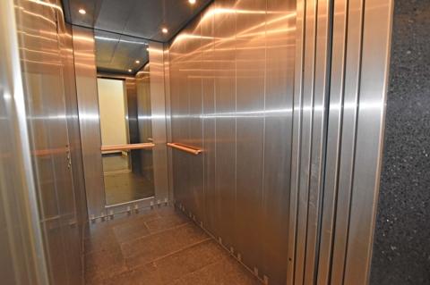 moderne Aufzugsanlage