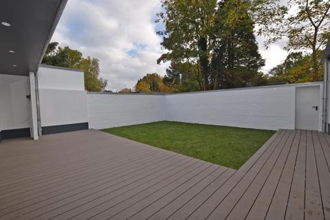Terrasse mit Atriumgarten