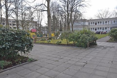 Außenbereich mit Spielplatz