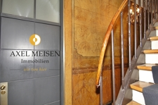 Zugang Wohnung mit Logo