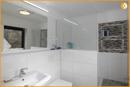 Dachgeschoss-Bad mit Dusche