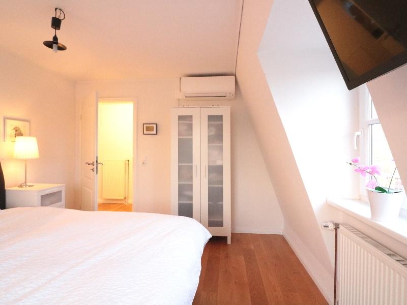 Schlafzimmer mit Echtholzdielen
