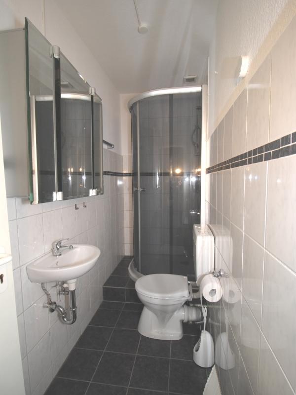 Modernes Duschbad im Dachgeschoss