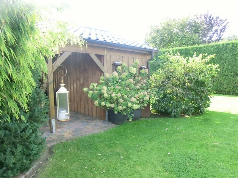 Angenehme Privatsphäre im großen Garten