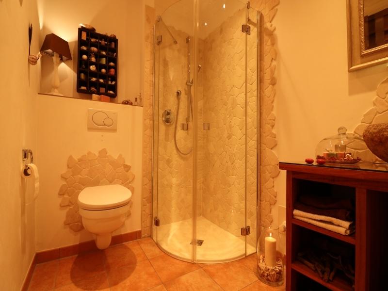 Mit schöner Dusche