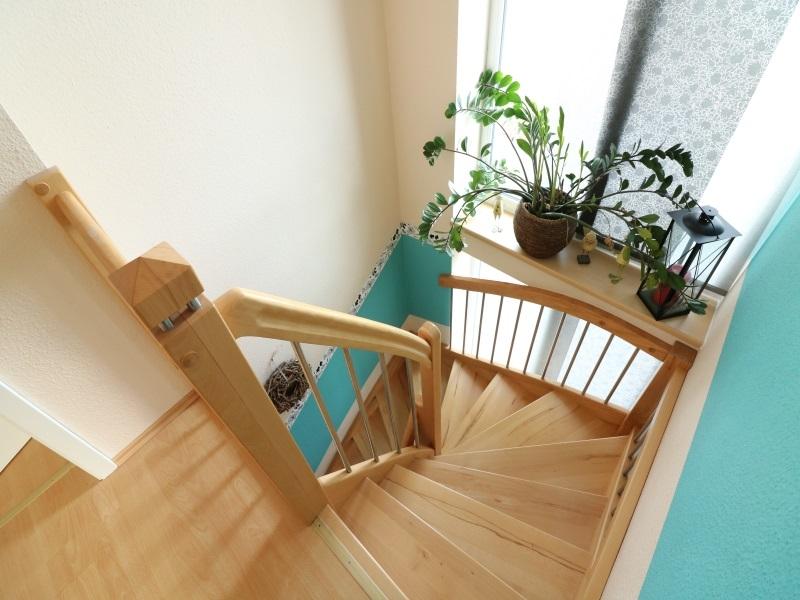 Lichtdurchfluteter Treppenaufgang