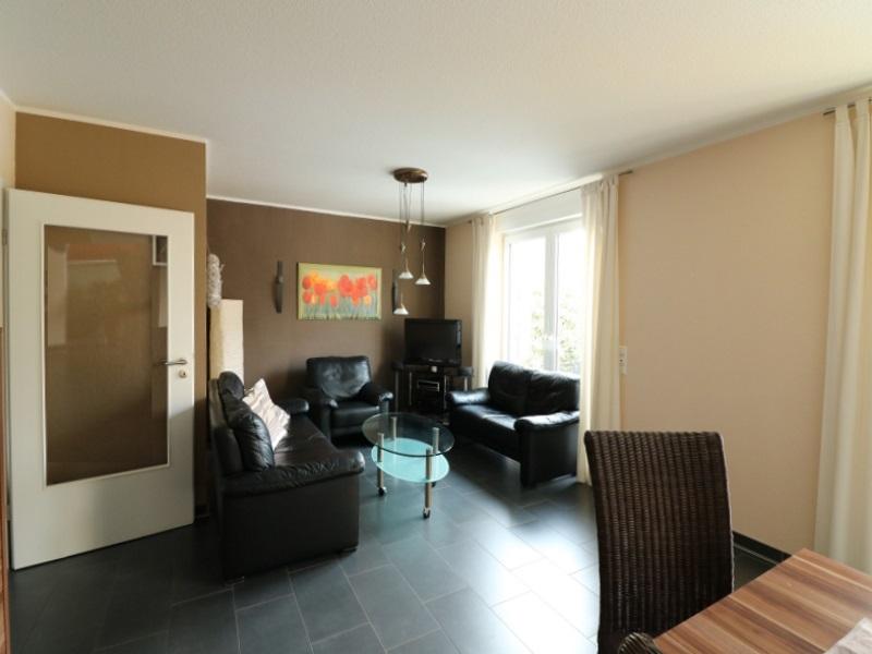 Schöner Wohn-/Essbereich mit Gartenblick und Terrassenzugang
