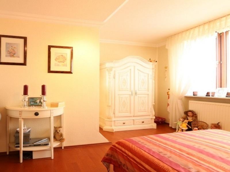 Schlafzimmer im Obergeschoss von sehr guter Größe
