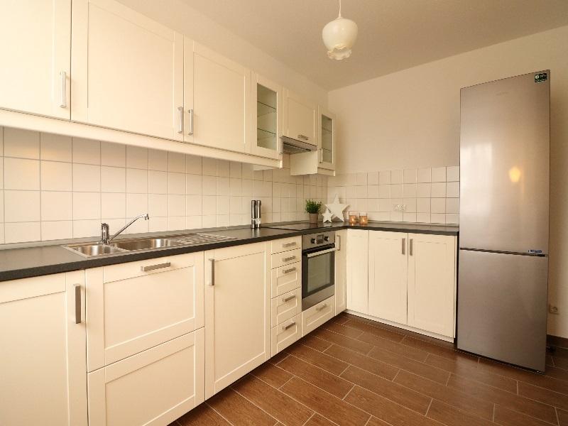 Moderne, helle Einbauküche