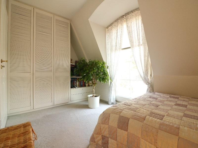 Zimmer mit tollen Einbauschränken