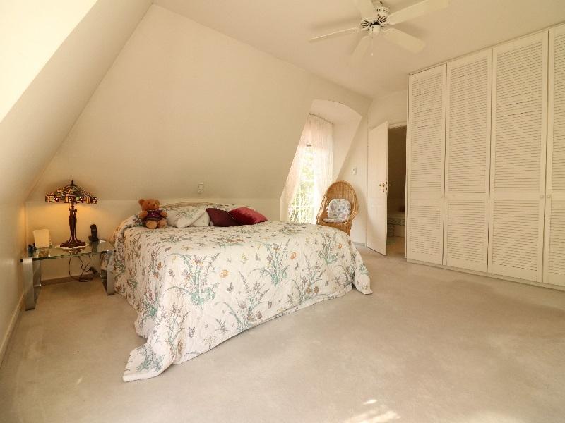 Großzügiges Elternschlafzimmer