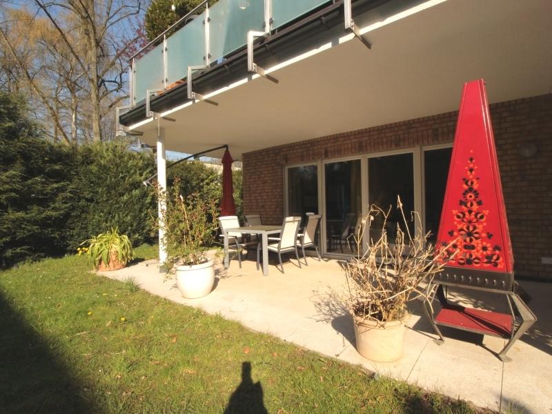 Große Terrasse mit Gartenanteil