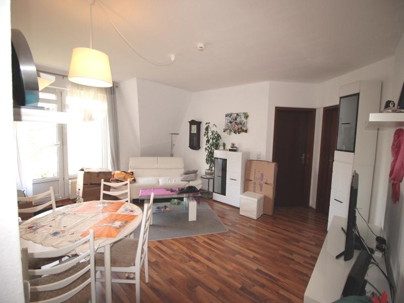 Wohn-/Essbereich mit Zugang zur Loggia