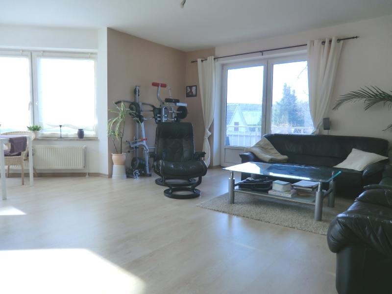 Heller Wohn-/Essbereich