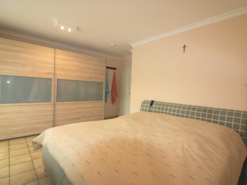 Großes Schlafzimmer mit Zugang zur Süd-Loggia