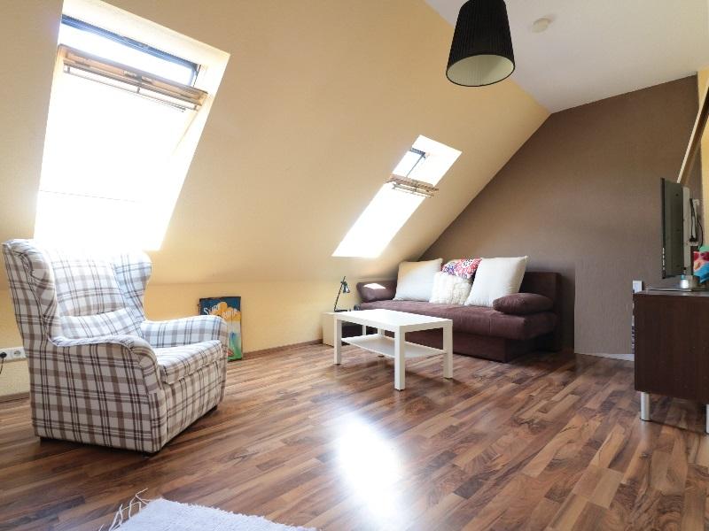 Großzügiges erstes Zimmer im Dachgeschoss