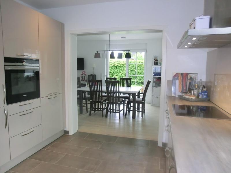 Übergang von der Küche in den Wohn-und Essbereich
