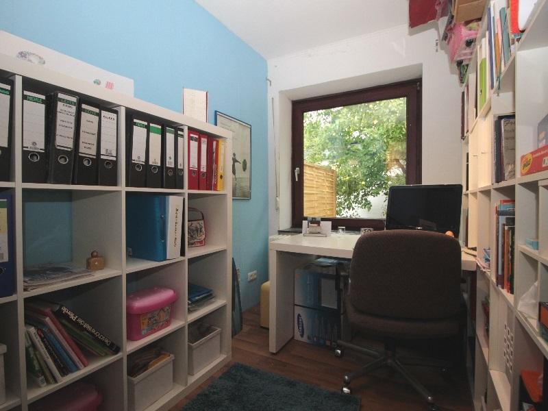 Arbeitszimmer mit Außenrollladen