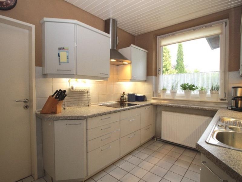Helle Einbauküche
