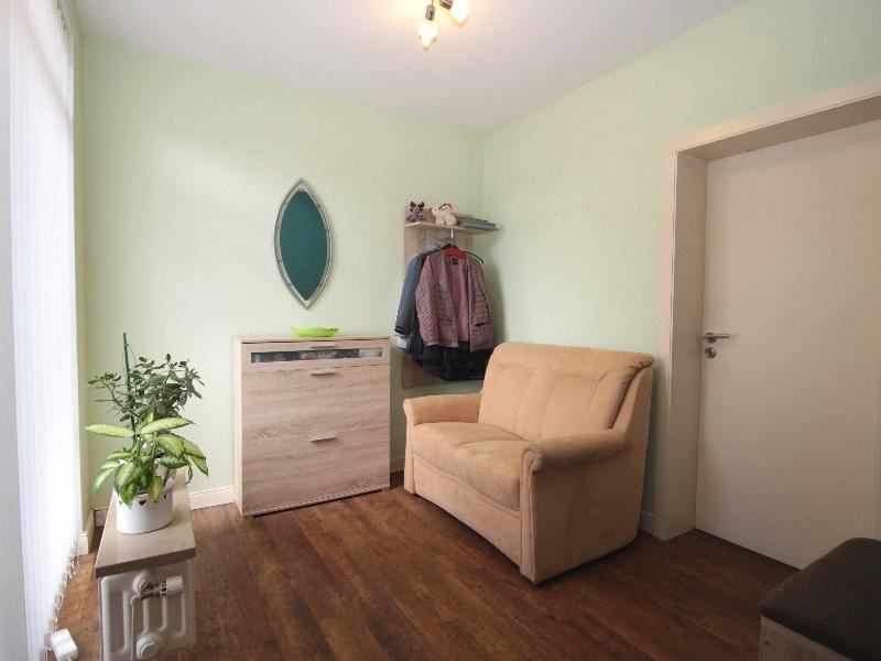 Großzügiger Eingangsbereich mit einem Einbauschrank