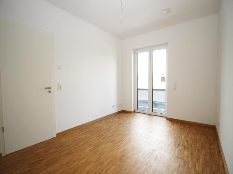 Großes Schlafzimmer mit Balkonzugang