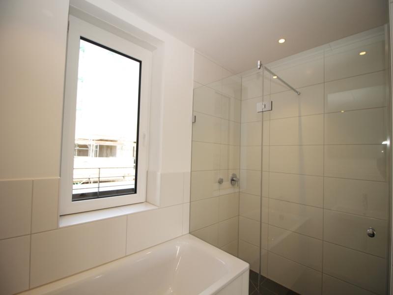 Badewanne und separater Dusche