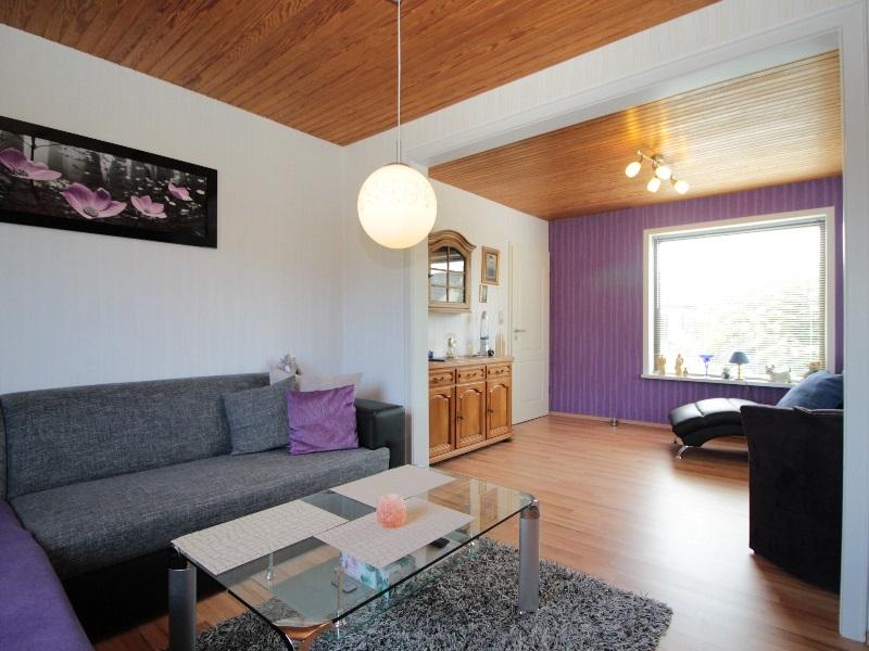 Modernes Wohnzimmer von sehr guter Größe