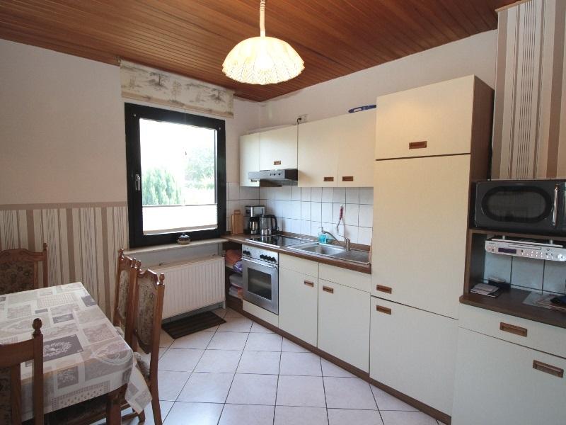 Schöne Wohnküche mit Gartenzugang