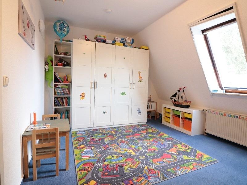 Schönes, helles Kinderzimmer