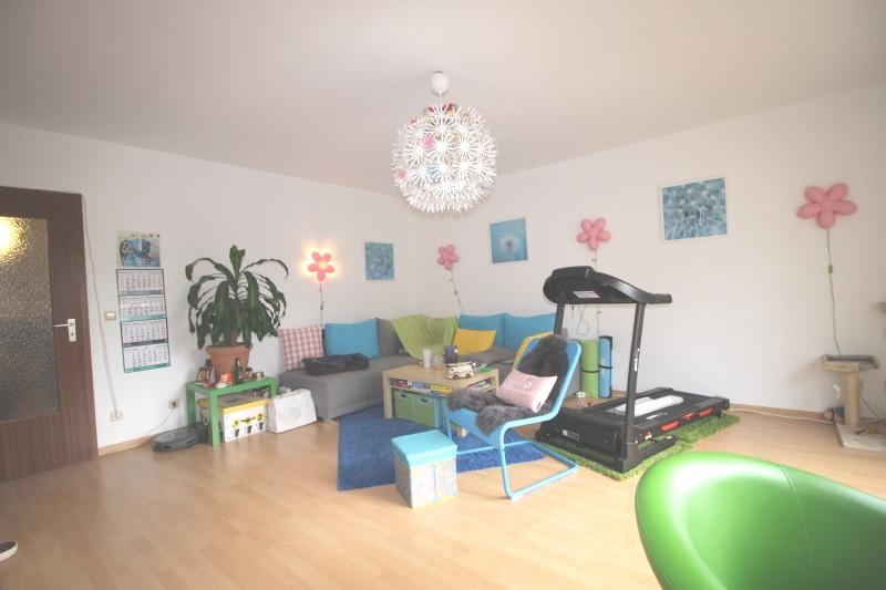 Schöner Wohnbereich mit Laminat