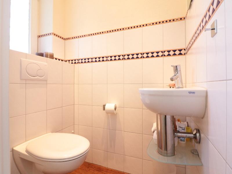 Stilvolles und modernes Gäste-WC