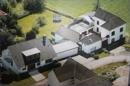 Luftbild (älteren Datums) mit Nachbargebäude