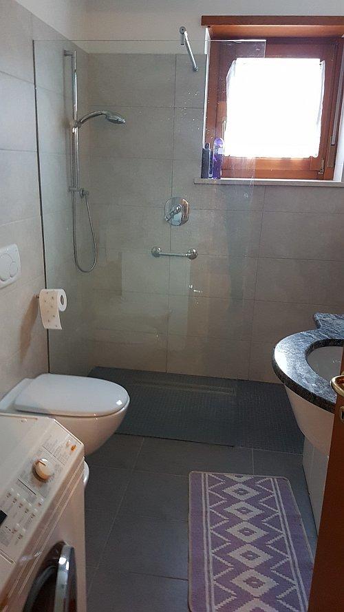 Dusche-WC mit Fenster