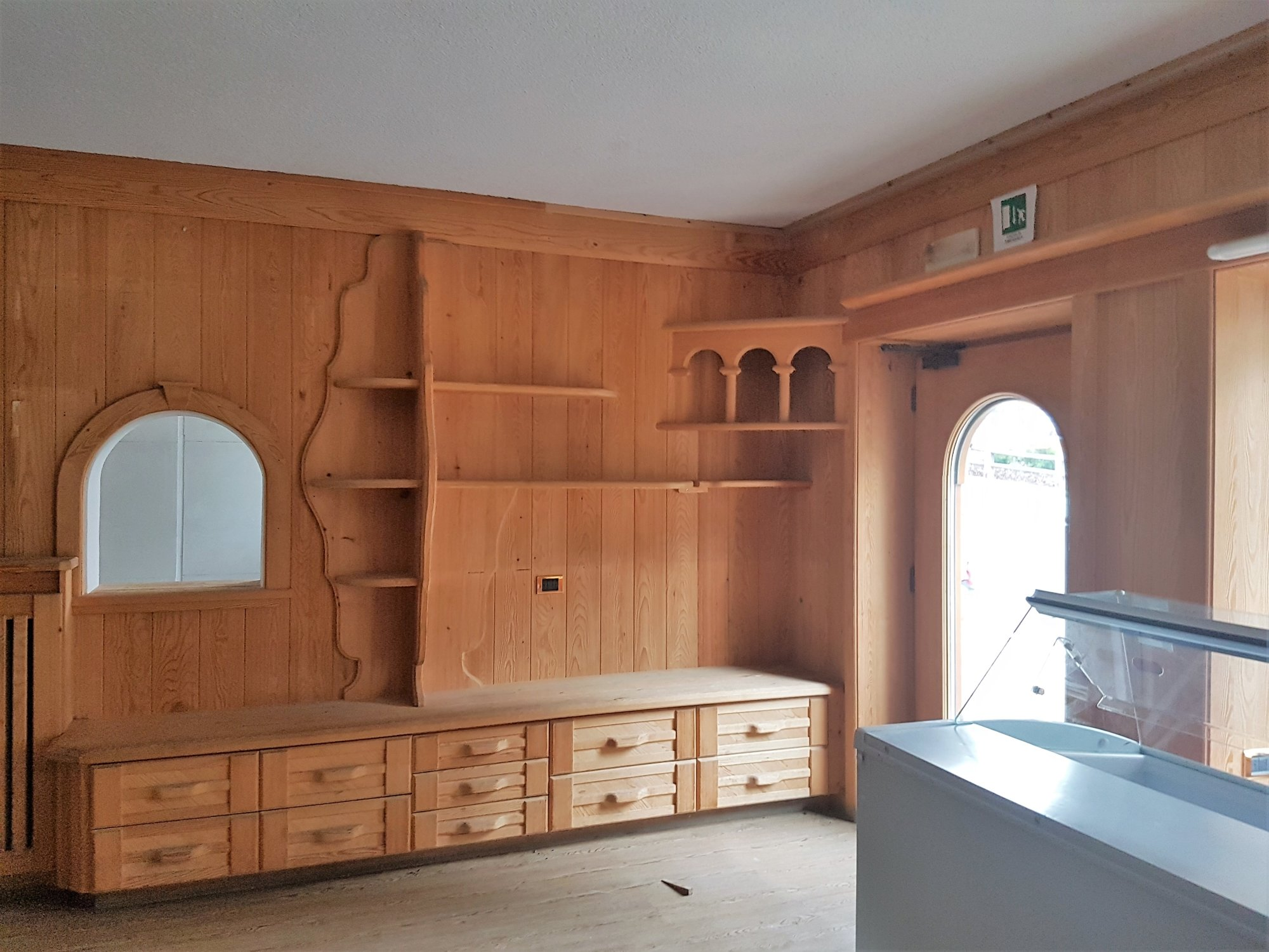 Holzmöbel_arredamento in legno