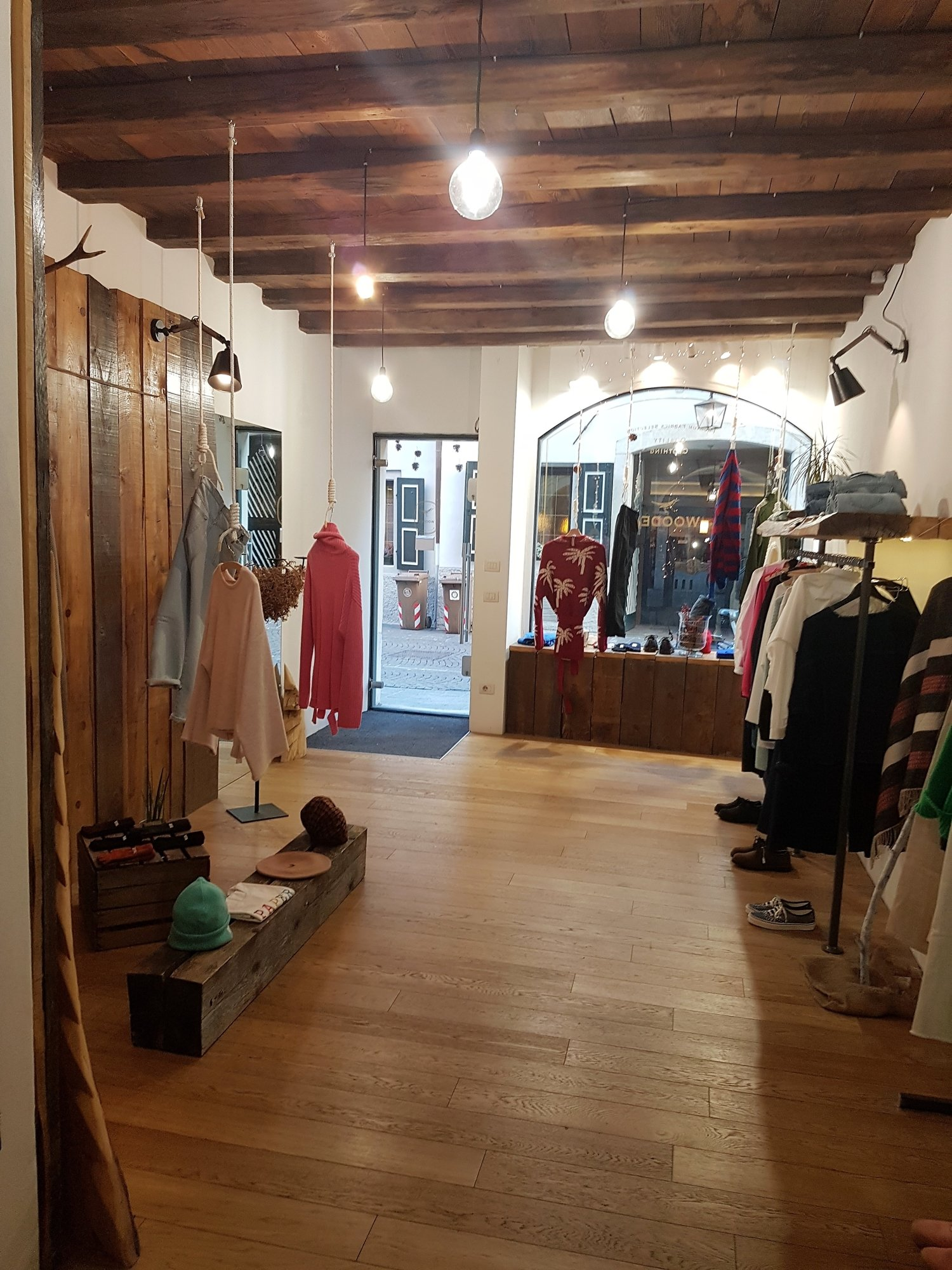 Oberer Verkaufsraum_vano negozio