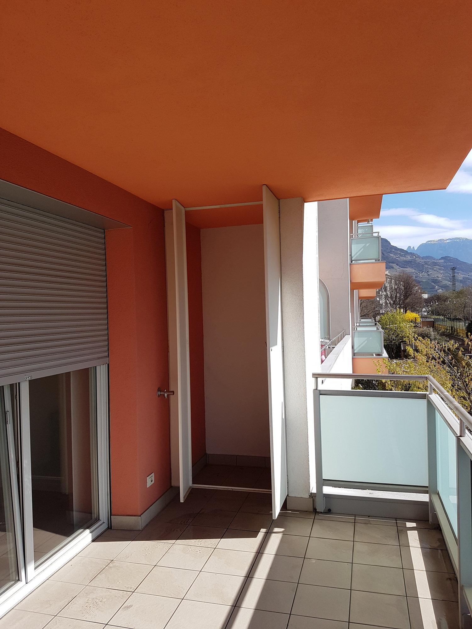 Großer Sonnenbalkon_grande balcone soleggiato