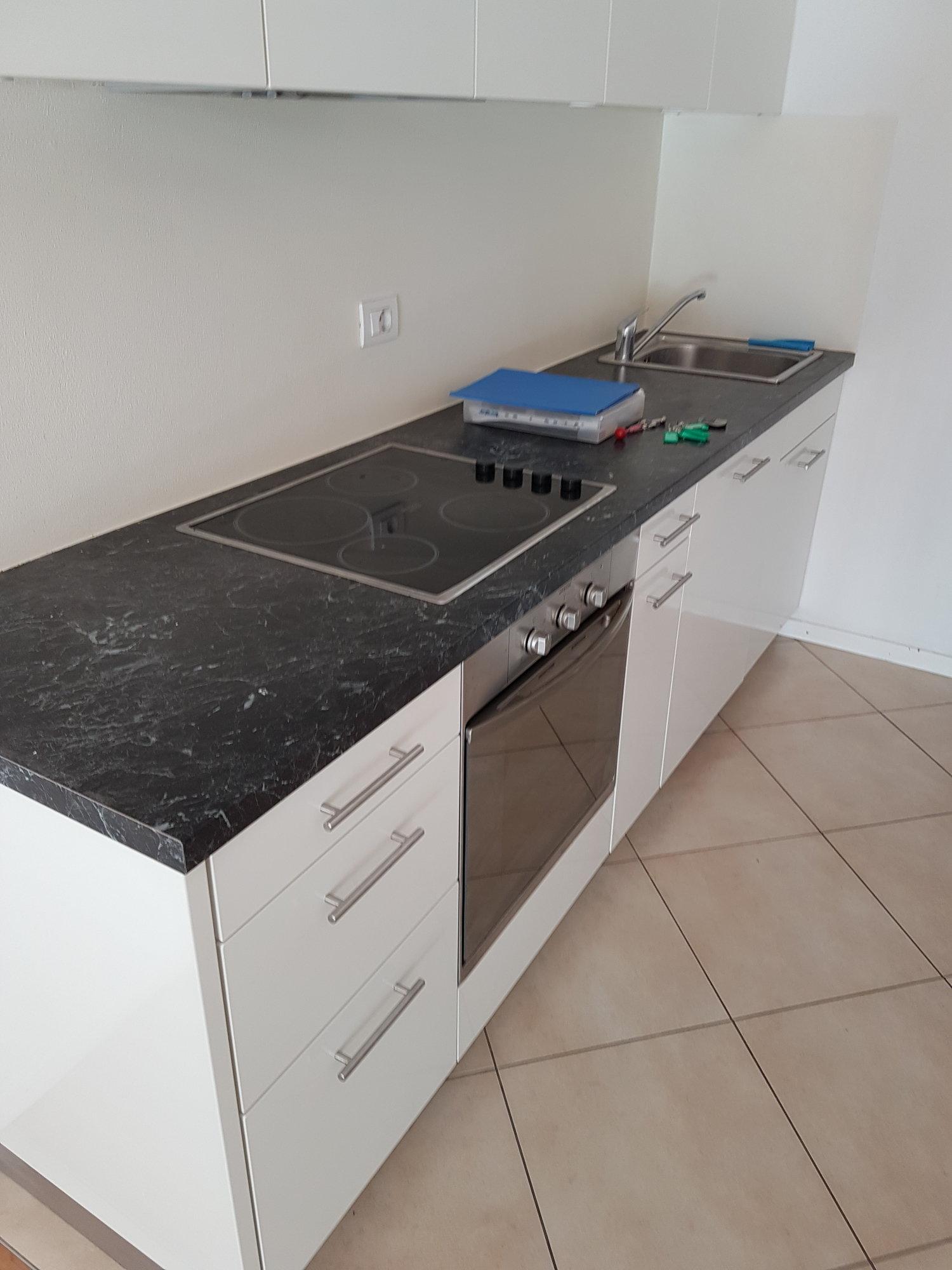 Küchenzeile mit Spülmaschine_angolo cottura con lavastoviglie