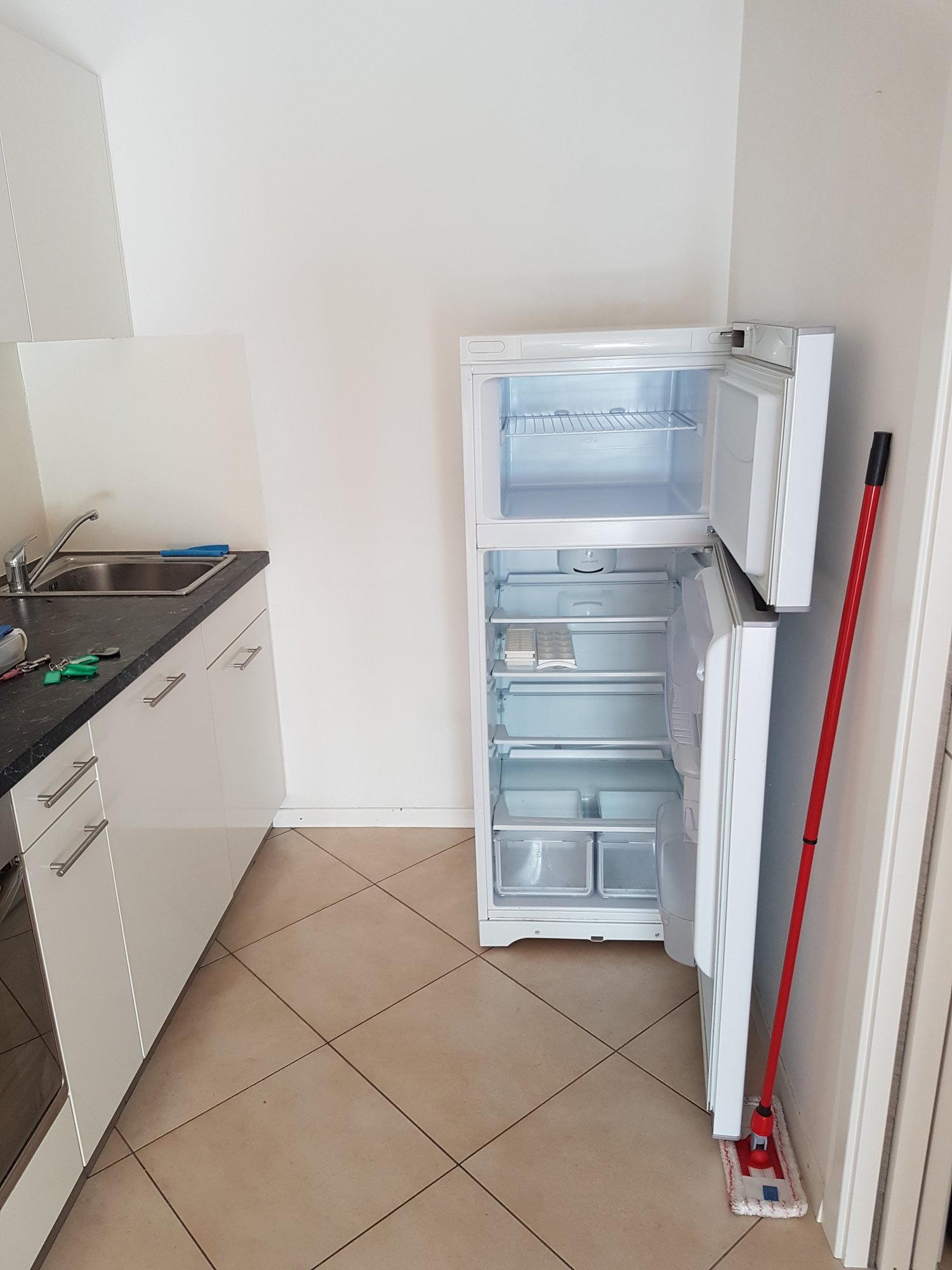 Separater Kühlschrank_frigorifero seperato