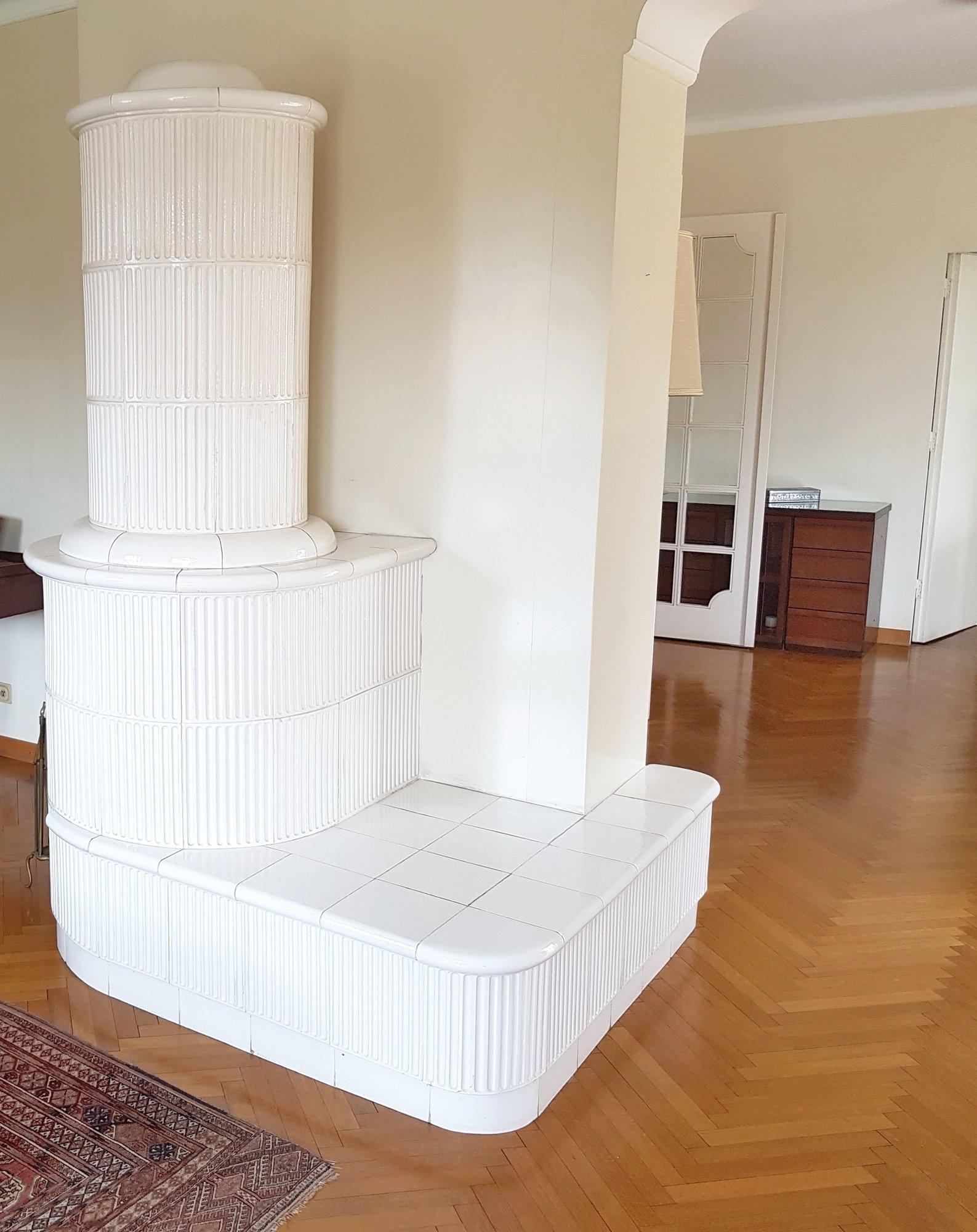 Kachelofen Wohnzimmer_stufa in soggiorno