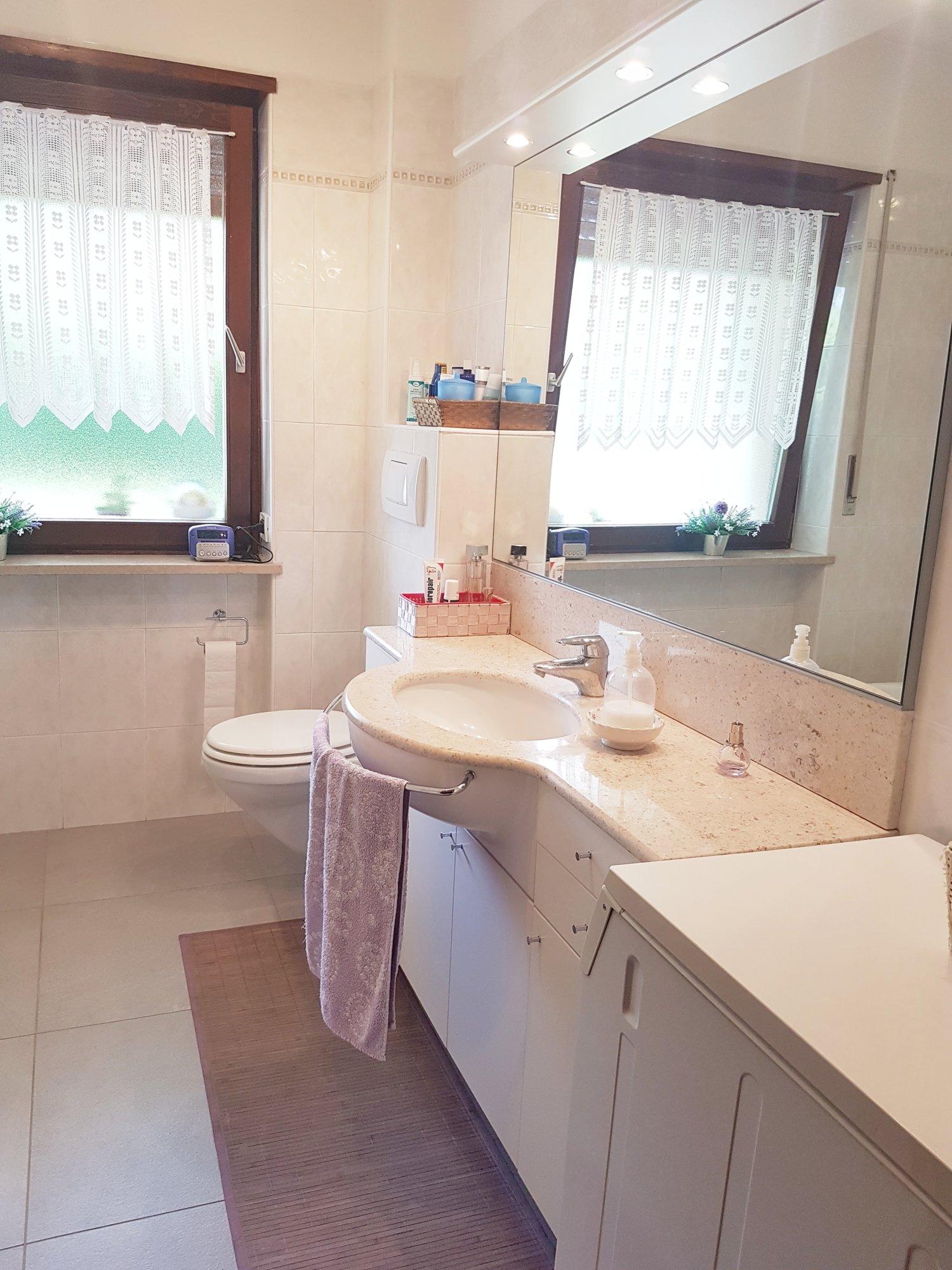 Bad mit Fenster_bagno finestrato