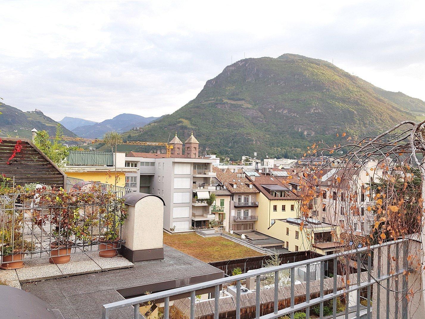 Blick über die Dächer von Bozen
