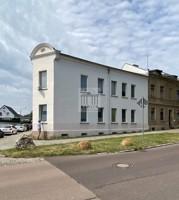 Das Wohnhaus, Straßenseite