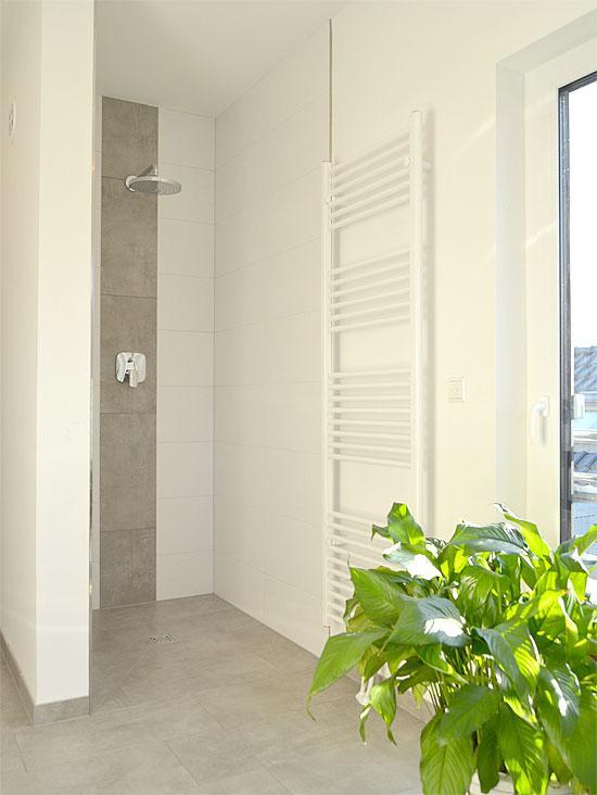 Haupt-Badezimmer im DG...