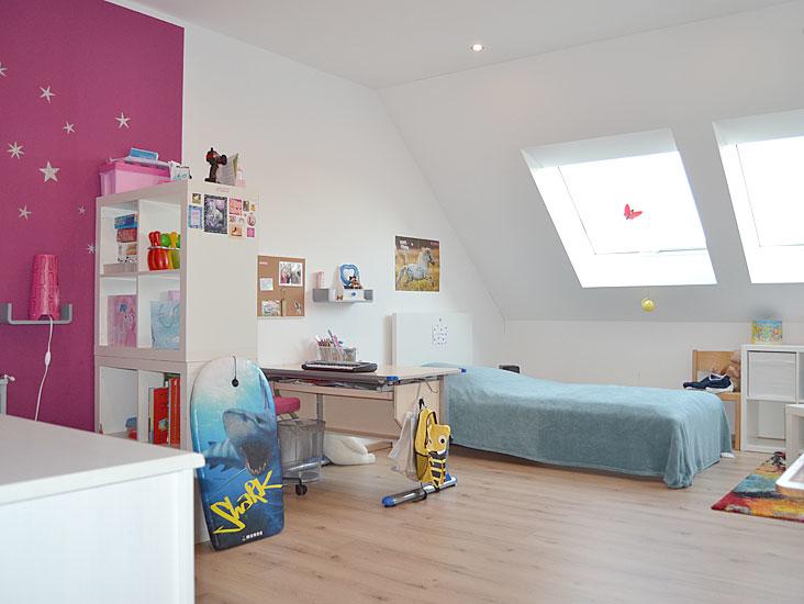 1 von 3 Schlafzimmern im DG...