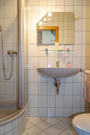 Bad mit Dusche im Erdgeschoss