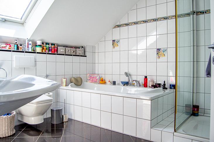Wohnung DG: Badezimmer...