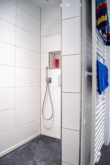 mit begehbarer Dusche...