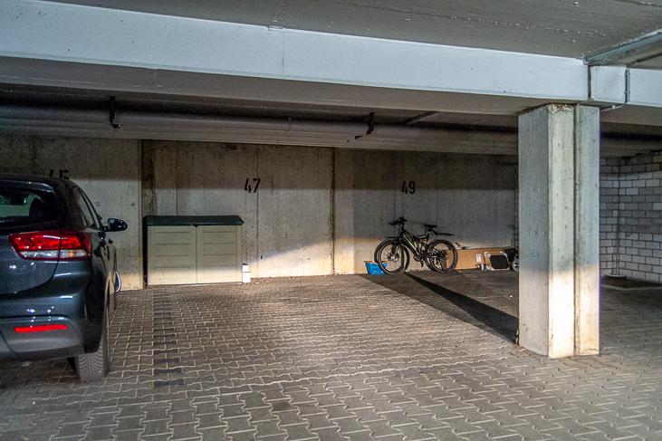 Tiefgaragen-Stellplatz...